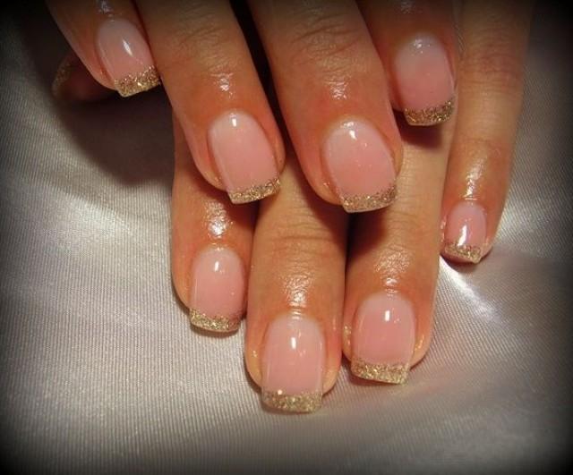Золотые ногти френч