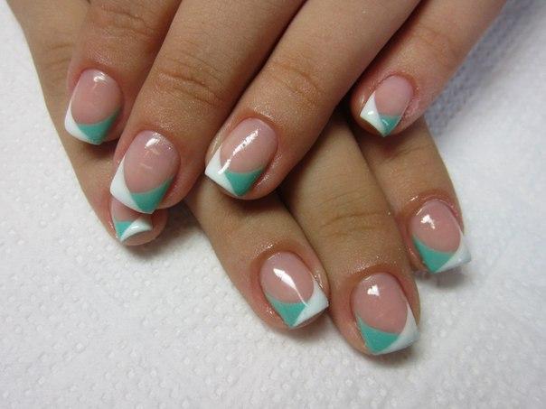 Красивый яркий френч с рисунком на ногтях