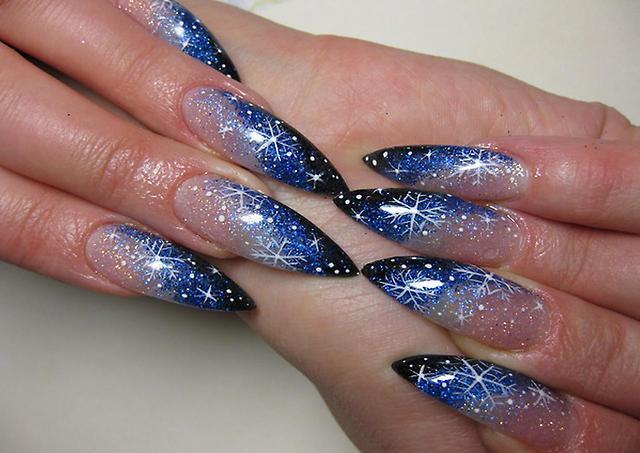 Дизайн ногтей розовый с голубым рисунком