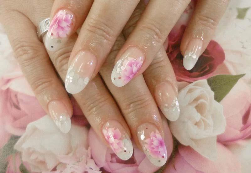 Френч фото с рисунком на овальных ногтях фото