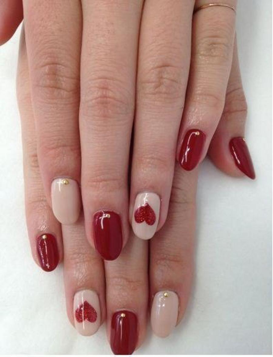 Ногти красные с бежевым