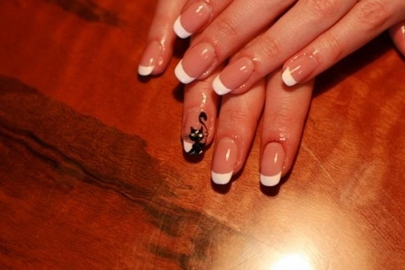 Нарощенные ногти френч с дизайном