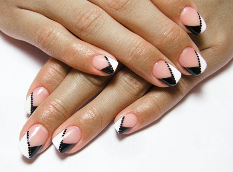 Дизайн ногтей белый с синим фото