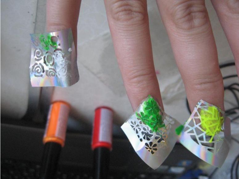 трафарет-наклейки на ногтях